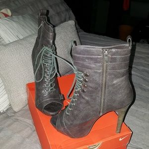 Steve Madden sarg open toe lace up & zip booties